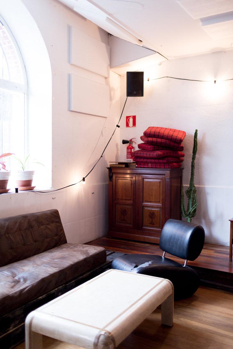 Los muebles de segunda mano que decoran la sala de concierto Dabadaba