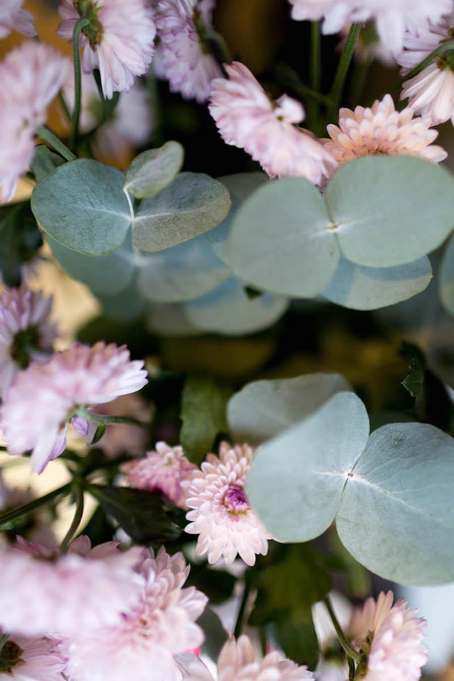 Flores frescas en la perfumería nicho Hunky Dory Laboratory de Donostia