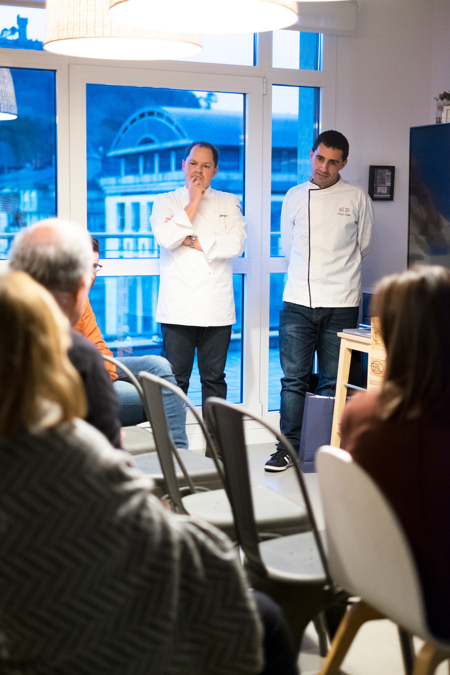 Iñigo Cojo, cocinero investigador del Basque Culinary Centre, y Enrique Fleischmann's de Cooking Group
