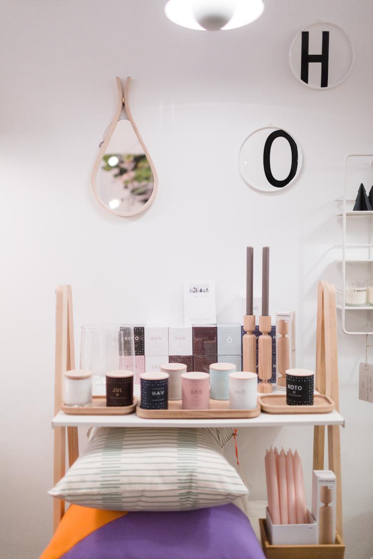 Cojines y diferentes productos de la tienda de decoración Kado