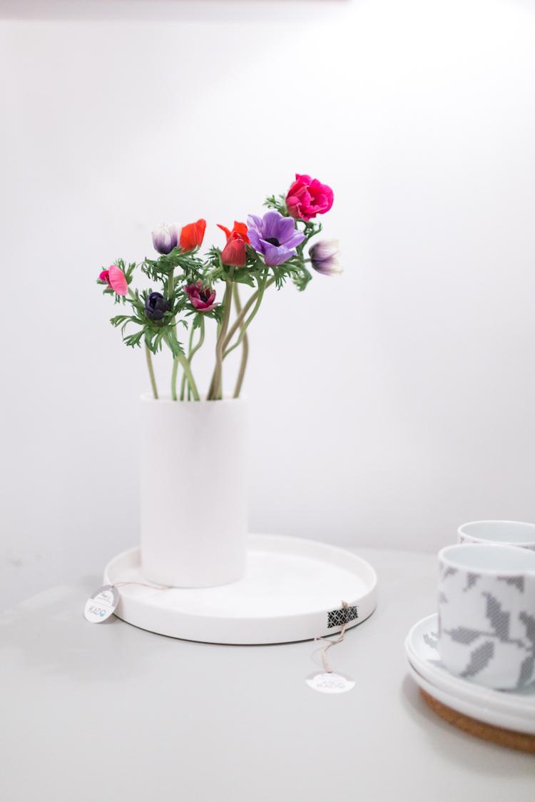 Jarrón minimalista que se puede comprar en Kado